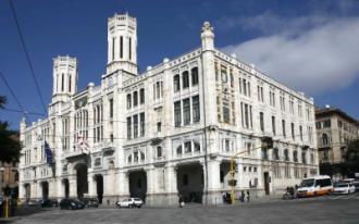 Cagliari, i precari occupano il Municipio